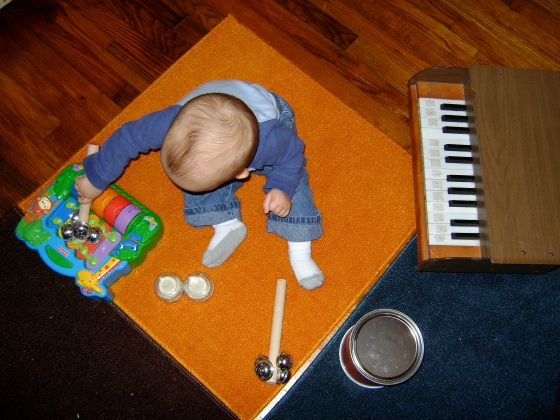 DSC05119Making Music {Playing With Baby, Day 18} - finddailyjoy.com
