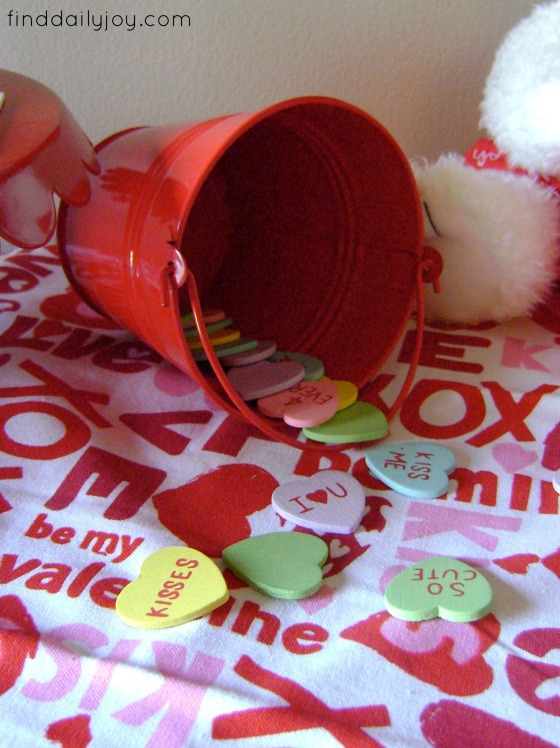 Valentine's Day Garland {Tutorial} - finddailyjoy.com