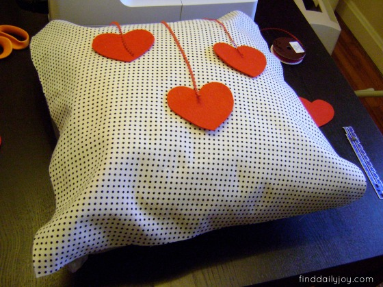 Valentine's Day Pillows {Tutorial} - finddailyjoy.com