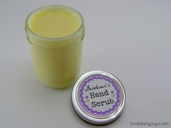 Gardener's Hand Scrub {Tutorial and Free Printable} - finddailyjoy.com
