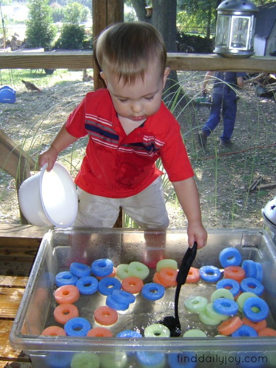 Froot Loops Water Sensory Bin {Playing With Toddler} - finddailyjoy.com